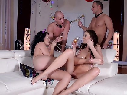 Party milfs are in for a treat with the strippers