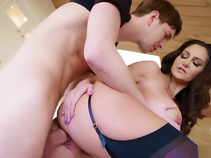 New Hot Mom Ava Adams