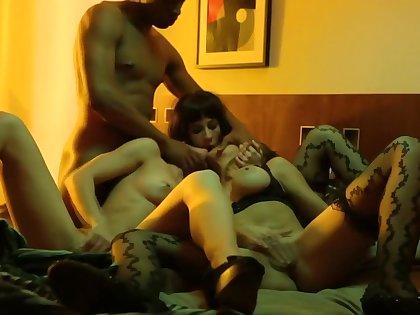 Florencia Pineyro, Celeste Gonzalez & Arvil Pilot - Sexomnia Ep 02