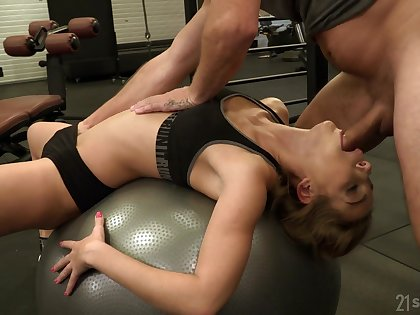 Fitness unladylike Alexis Crystal is fucked apart from David Perry at the gum