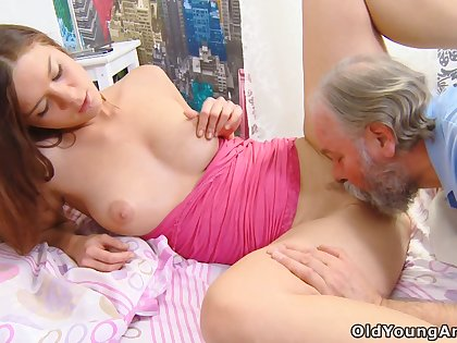 Babe sucks dick great and she doesn't mind having sex just about a tramp older than her