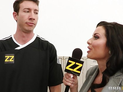 Hardcore gangbang in the bay room with slutty Veronica Avluv