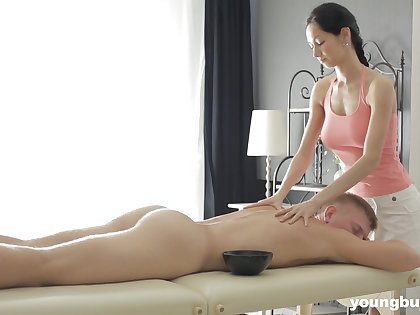 Forfeit masseuse with big tits Emma L gets intimate with one be useful to say no to clients