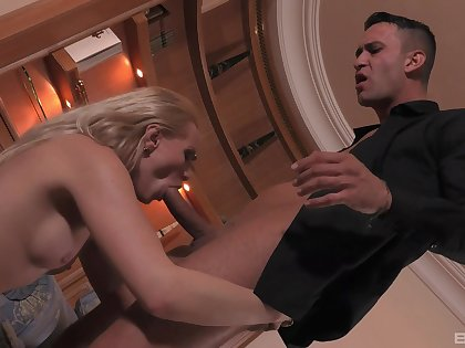 Amateur wife Lola Taylor gives her husband access to her read door