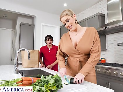 Hot mature mammy Ryan Keely bangs tweak 19 yo stepson in the kitchenette