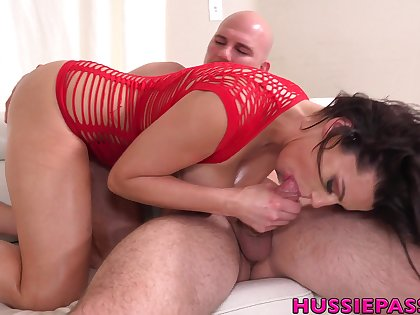 Hypnotizing woman Becky Bandini gives the brush head with the addition of gets fucked hard