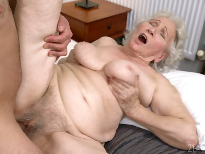 Old descendant gets her hairy cunt drilled in fray she never experienced