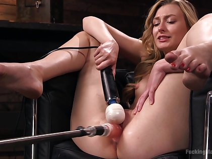 Poisonous blonde model Alexa Grace loves being poked overwrought a machine